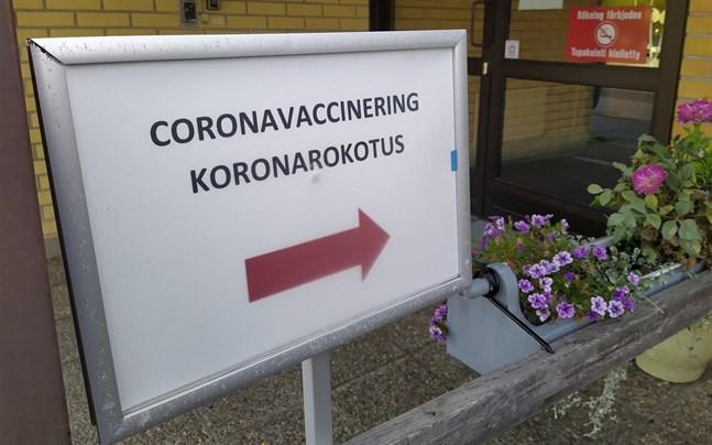 Covid-19 blir snart i allt högre grad en sjukdom som drabbar ovaccinerade i takt med att begränsningarna lättar, påpekar coronagruppen i Österbotten – som upprepar sin vädjan om att österbottningarna ska låta vaccinera sig.