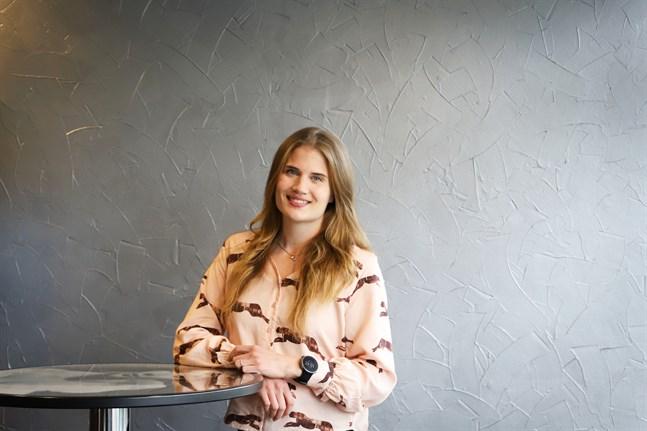 """Anni Ruostekoski är en av finalisterna i tävlingen """"Världens lyckligaste människa""""."""