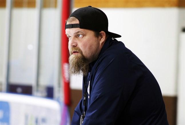 Krafts tränare Peetu Koponen tror hårt på sitt lag inpå seriepremiären i division 2.