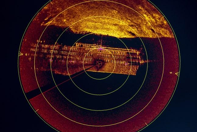Sonarbild på Estonia som visar fönstren på övre passagerardäcken i aktern av fartyget. Arkivbild.