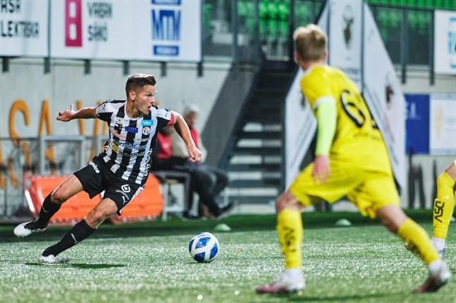 Sebastian Strandvall såg till att det blev tre poäng efter en vild och svängig match.