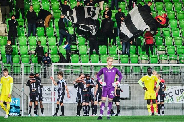 VPS har vunnit sina två senaste matcher. Här firar Vasalaget efter att ha besegrat Klubi 04 i Sandviken.
