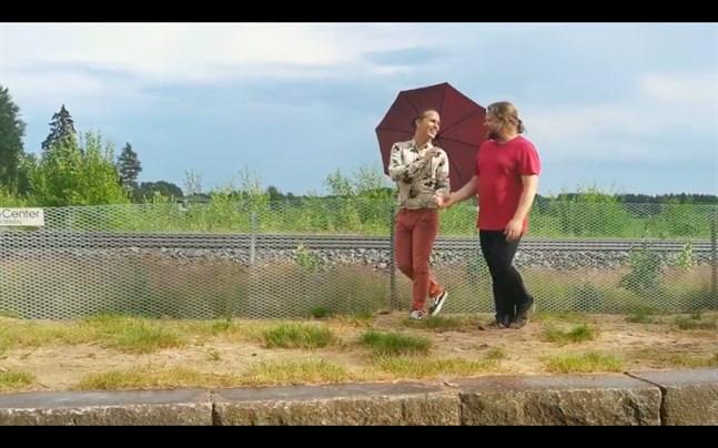 """Filip Ohls och Frank Berger framför """"I'll cover you""""."""