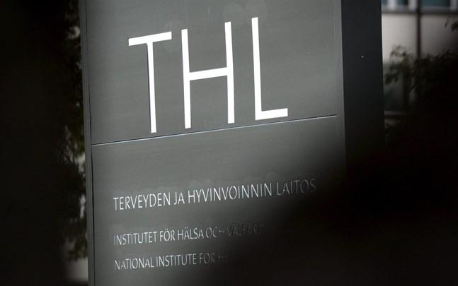 Institutet för hälsa och välfärd rapporterar att totalt 1051 personer i Finland avlidit i sviterna av covid-19 sedan pandemins början. Det är en ökning med 12 personer sedan förra veckan.