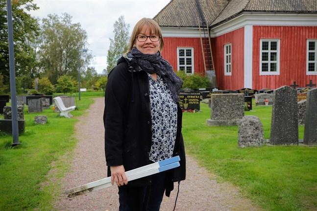 Johanna Granlund har ingen definition på när en grav är oskött, men det hänger ofta ihop med att ingen längre tar ansvar för den. – I de flesta fall har gravrätten gått ut när en grav är oskött, säger hon.