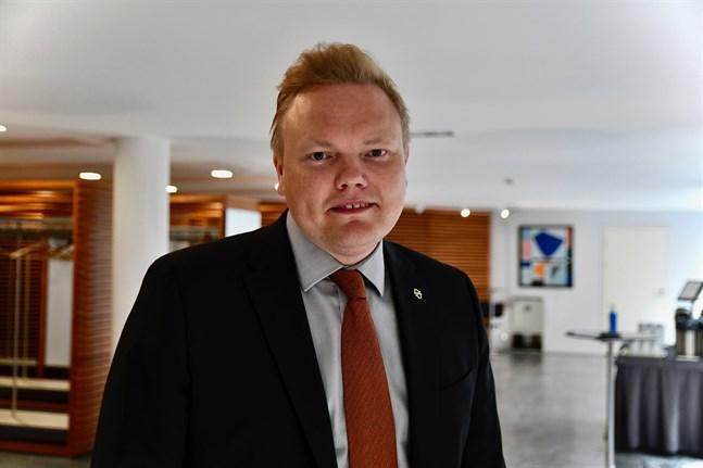 Forsknings- och kulturminister Antti Kurvinen betonar vikten av att kulturbranschen överlever coronakrisen. Arkivbild.