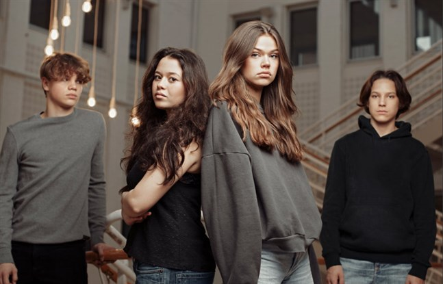 """Serien """"Strula"""" på SVT tar upp otrygghet i skolan och så kallad """"slut-shaming"""". Pressbild."""
