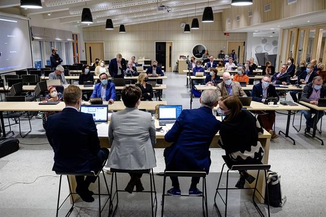 Vid valet av stadsdirektör röstade en klar majoritet på Martin Norrgård. Eftersom en del av SDP och KD röstade på Mathias Kass verkar rösterna på Norrgård långt ha kommit från SFP. De innehar 22 av 27 mandat i fullmäktige.