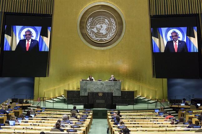 Hubert Alexander Minnis, premiärminister på Bahamas, deltar via länk i förra årets möte i FN:s generalförsamling. Arkivbild.