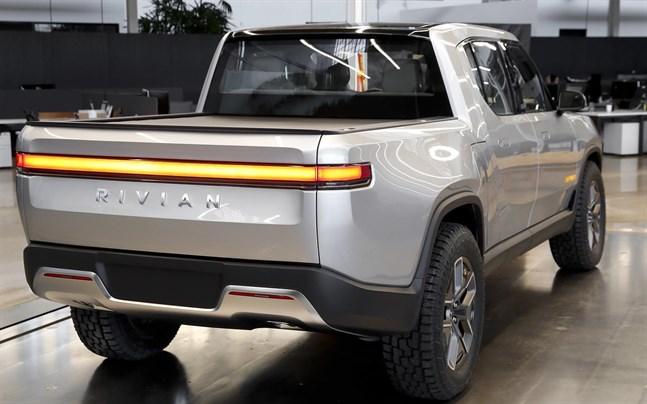 Det första säljbara exemplaret av Rivian R1T har rullat ut från fabriken i Illinois.