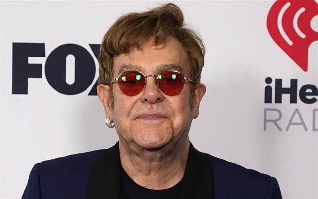 Elton John har skadat höften och tvingas skjuta upp sin turné.