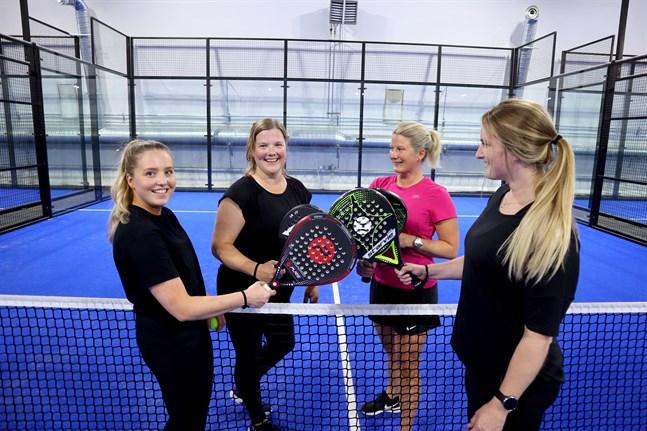 Amanda Eklund, Carina Svenlin-Pettersson, Linda Svenlin och Pamela Grankulla spelar tillsammans en gång i veckan.
