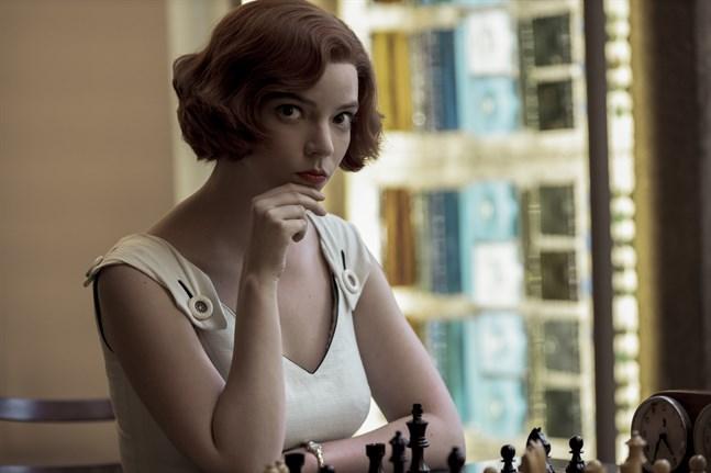 """Anya Taylor-Joy i """"The queen's Gambit."""" Arkivbild."""