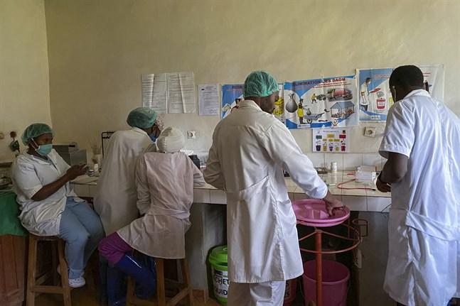 Ebolamedicin förbereds på Matandasjukhuset i Butembo i Kongo-Kinshasa. Bilden togs i våras.