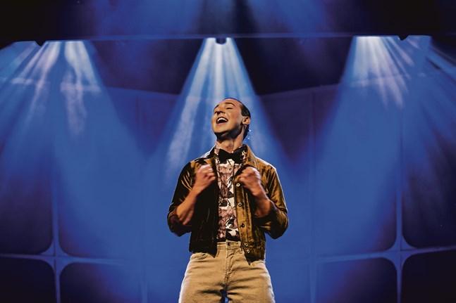 Jakob Norrgård sjunger om de österbottniska drömmarna om ett häftigare liv i Sverige.
