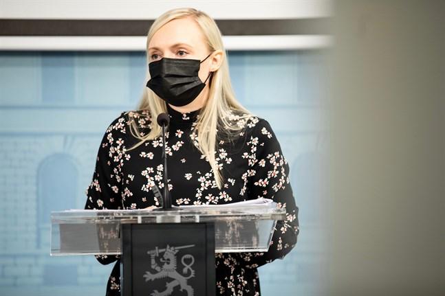 Inrikesminister Maria Ohisalos (Gröna) moderskapsledighet i höst kan leda till större ommöbleringar i regeringen, uppger nyhetsbyrån STT.