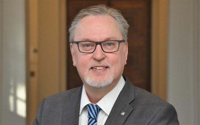 Riksdagsledamot Antero Laukkanen (KD) påtalar föreningars problem med att öppna ett bankkonto.