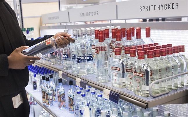 Höjd skatt på alkohol och tobak ska vara med och betala upprustningen av försvaret i Sverige.