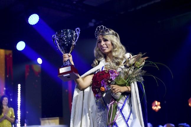 Essi Unkuri från Vasa är Miss Finland 2021.