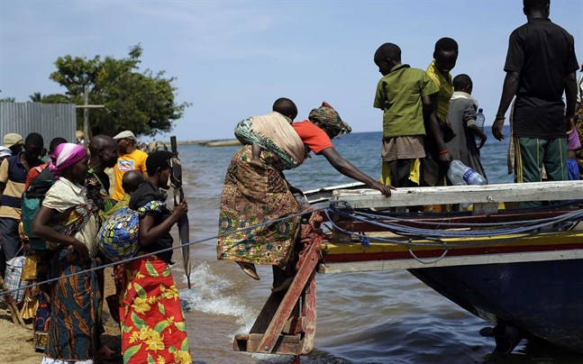Burundiska flyktingar vid Tanganyikasjön.