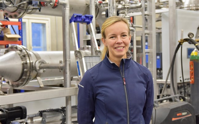 Laura Langh-Lagerlöf vid Langh Tech säger att tanken på att installera reningssystem för ballastvatten i rederiet Langh Ships proppfulla maskinrum verkade utmanande. Därför utvecklade man ett eget, mer kompakt system.