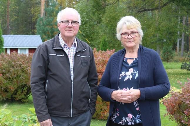 Jussi och Gun-Maj Hautapakka i Vörå kunde knappt tro att det var sant när deras dotterdotter Essi Unkuri kröntes till Miss Finland.