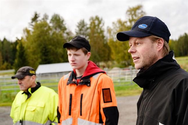Peter Rif, Linus Blässar och Göran Blässar tycker det är bra att den olycksdrabbade anslutningen till Rifsvägen byggs om. Men man behöver inte bygga omkörningsfiler för det, konstaterar Göran.