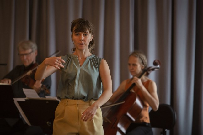 Nanna Rahikainen är en av dem som dansar i verket