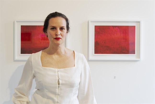 Just nu är Mikki Nordman aktuell med en solouställning i Åbo Konsthall. Hon beskriver helheten som sitt magnum opus.