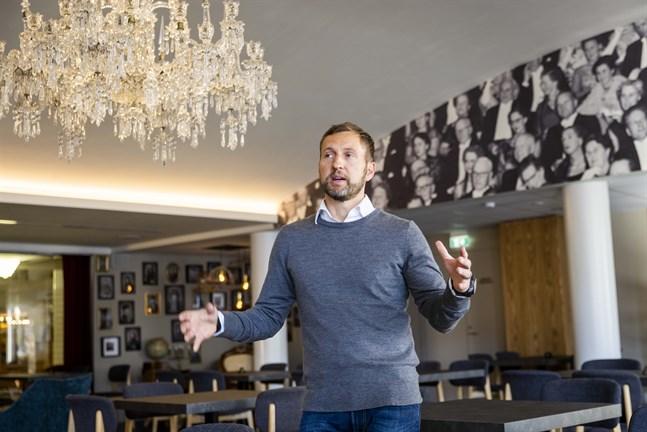 Strampenkrögaren Robert Ekman tar över Ernst Salonger. Han vill bidra till att skapa mer liv och rörelse i huset tillsammans med teatern.