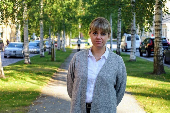 Anna-Maria Hjerpe säger att det borde satsas mera resurser på föräldrarna så att de i sin tur kan hjälpa och stödja sina barn.