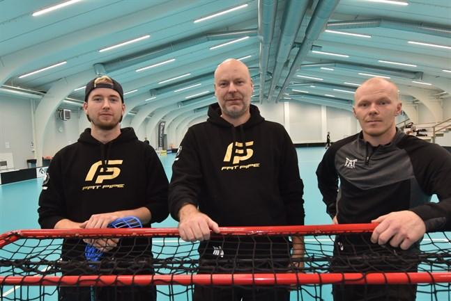 Viktor Lund, tränaren Markus Åbb och lagkaptenen Jonathan Eklund är redo för en ny säsong med Jeppis FBC i division 2. Trion tillhör inte den föryngrade delen av laget.
