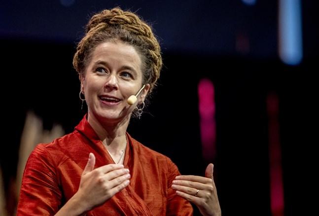 Sveriges kulturminister Amanda Lind var en av dem som klippte bandet och invigde årets digitala bokmässa i Göteborg.