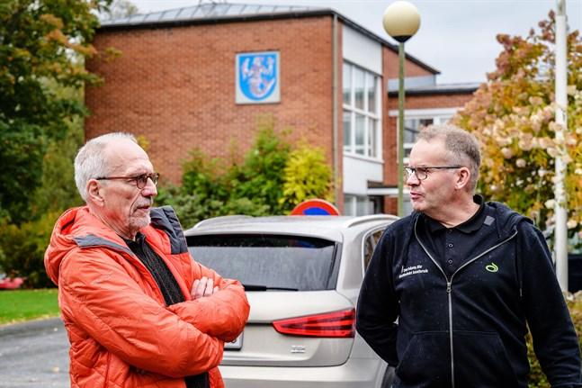 Jag tycker att ni ska fatta ert eget beslut här. Det var Nils Torvalds hälsning till Per Johan Grannas och de andra som jobbar för att få igång biogasproduktion i Vörå.