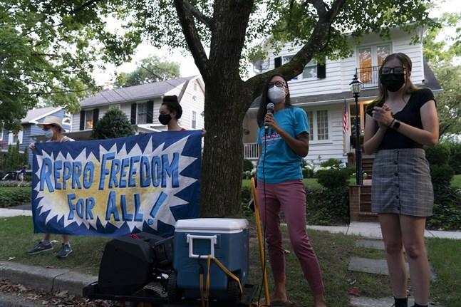 Aborträttighetsförespåkare demonstrerar utanför HD-domaren Justice Brett Kavanaughs bostad i måndags.