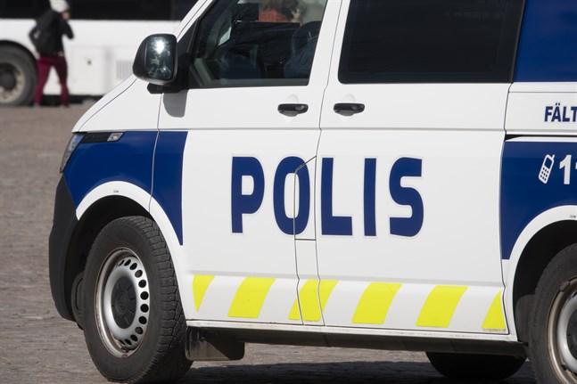 Polisen utreder ett fall i Nokia där en person försökte begå självmord genom att frontalkrocka med ett fordon.
