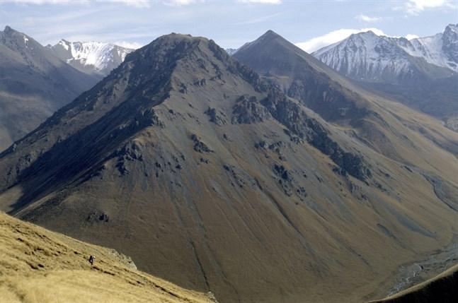 Elbrus ligger i bergskedjan Kaukasus vid den ryska gränsen till Georgien. Arkivbild på bergskedjan.
