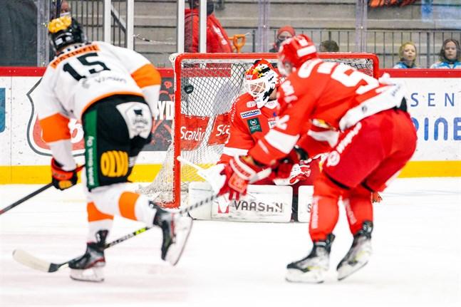 Rasmus Reijola gjorde fyra räddningar i första perioden.
