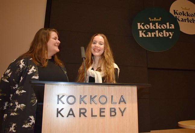 Sanna Immonen (till vänster) är glad att ungdomar som Miisa Vehmanen fått fler möjligheter att göra sin röst hörd.