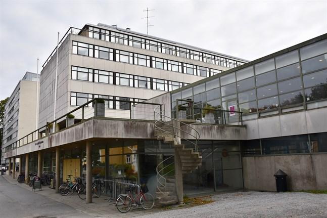 Åbo museicentral ville spara altanen i byggnadskomplexet Gadolinia samt kårrestaurangen Gados lokaler. Fastighetsägaren Stiftelsen för Åbo Akademi planerar inte att riva de delarna av byggnadskomplexet.