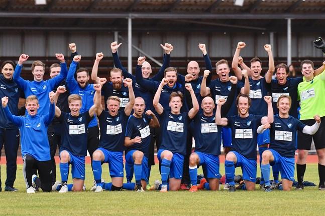 Jess! Vi gjorde det! Esse IK besegrade FC Ylivieska i den avgörande matchen och tar steget upp till trean.