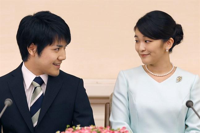 Prinsessan Mako och fästmannen Kei Komoru. Arkivbild.