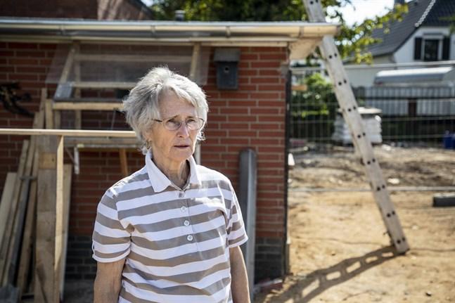 Waltraud Groten har bott i sitt hus i 25 år. Till skillnad från grannarnas rasade det inte samman, men bottenvåningen har fått renoveras och trädgården är förstörd.