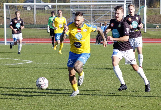 JBK:s unga spelare hade svårt att hinna med Andriy Yakovlev och hans lagkamrater på Mosedal.