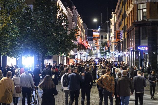Det var mycket folk ute i centrala Oslo under natten.