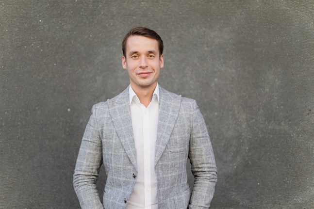 SFP:s vice ordförande Henrik Wickström vill att den svenskspråkiga räddningsutbildningen flyttas från Kuopio till huvudstadsregionen.