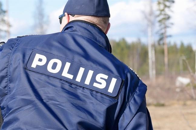 Både polisen och daghemsbarn har hittar flaskbomber ute i naturen.