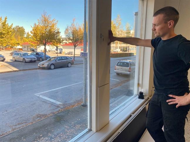 Mikael Nyvall hoppas att staden inom kort markerar en parkeringsruta för bussar på Sollefteågatan för att underlätta logistiken för pakethanteringen.