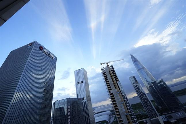 Den kinesiska fastighetsjätten Evergrandes huvudkontor i Shenzhen, företagets vidare öde påverkar de asiatiska börserna. Bild från förra veckan.