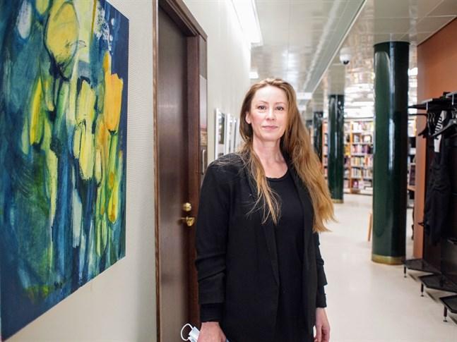 Stina Sandström är född och uppvuxen i Kristianstad, men bor nu i Larsmo.